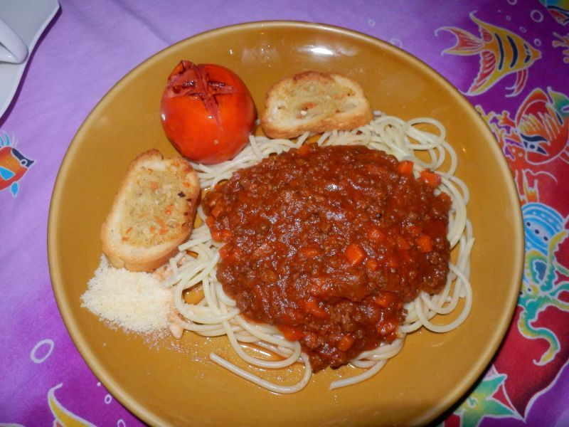 süße Spaghetti mit Bolognese